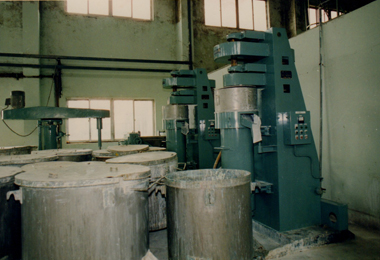 1986&nbsp;<span>建筑涂料投产</span>